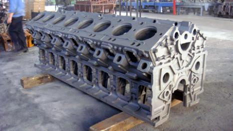 附图:大型船电用柴油v型16缸发动机整机铸件